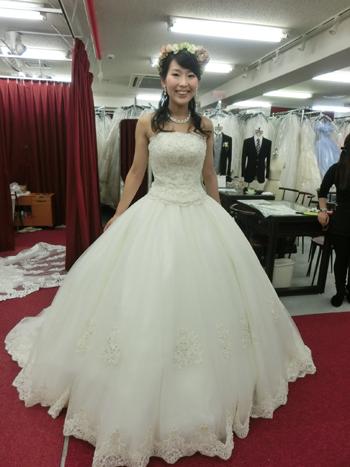 髪型でドレスの雰囲気も随分変わります。