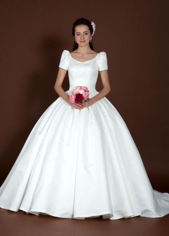ディオールをデザイン変更しました! 真紅のドレスが真っ白なお肌にとてもお似合です♪ 姫のこだわりが詰まった1着です! \u003e\u003e 詳細を見る